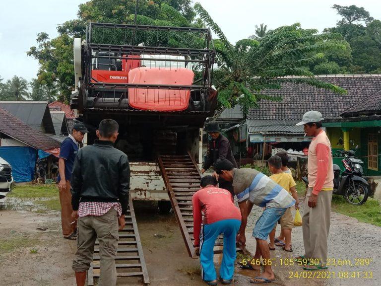 Gapoktan Prabu Jaya Sakti Dapat Bantuan Alat Mesin Pertanian dari Pemprov Banten