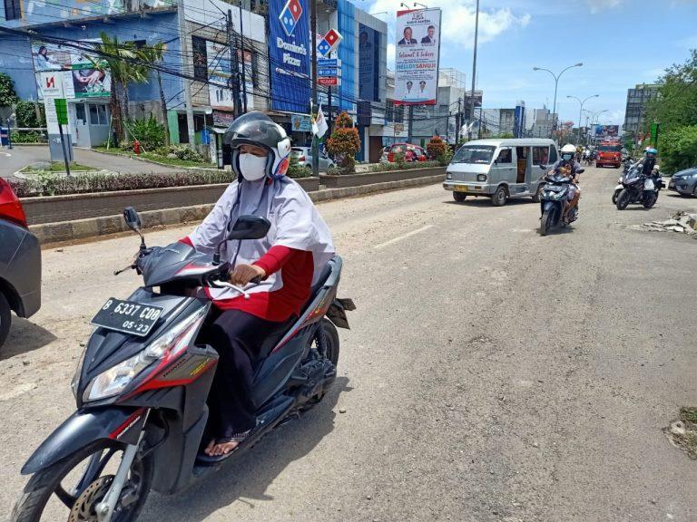 Duh, Tanah Merah Proyek Pembangunan RS Hermina Berceceran di Jalan Sultan Ageng Tirtayasa Cilegon