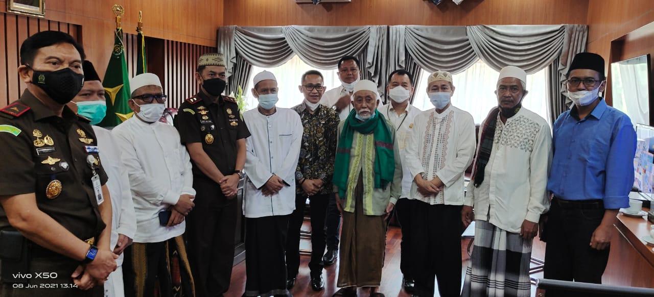 Ulama-ulama Besar Jamin Banten Akan Tetap Kondusif; Kejati Jangan Takut, Sikat Semua yang Terlibat Korupsi Hibah Pesantren!