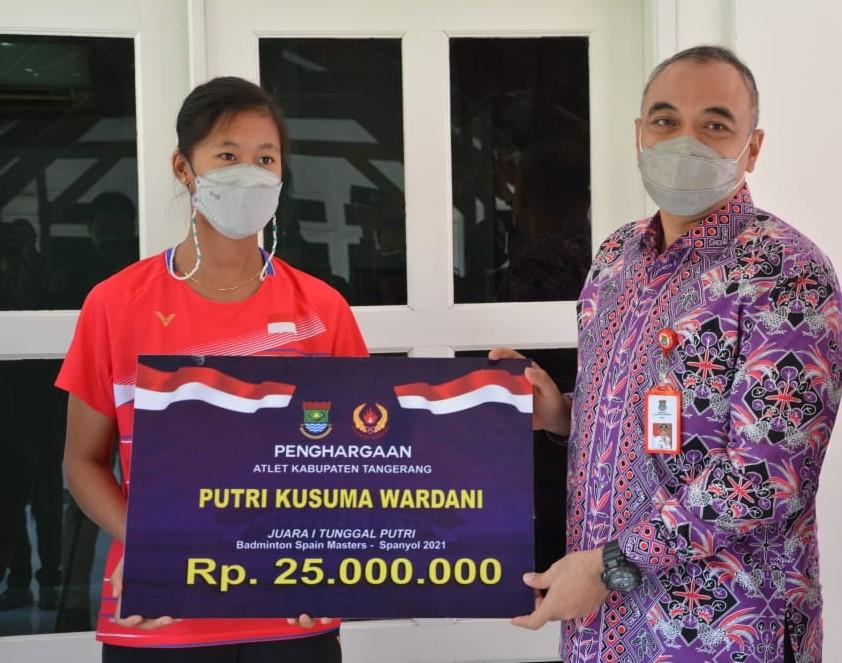 Gadis Cantik Asal Kab. Tangerang Jadi Jawara Kejuaraan Badminton di Spanyol, The Next Polii?